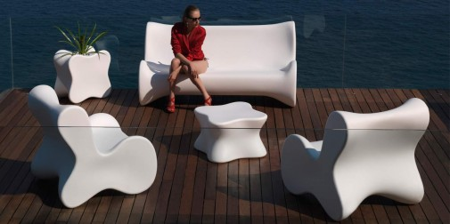 Fot. Everspace_VONDOM_design-outdoor-furniture-sofa-coffeetable-loungechair-doux-karimrashid-vondom (1)